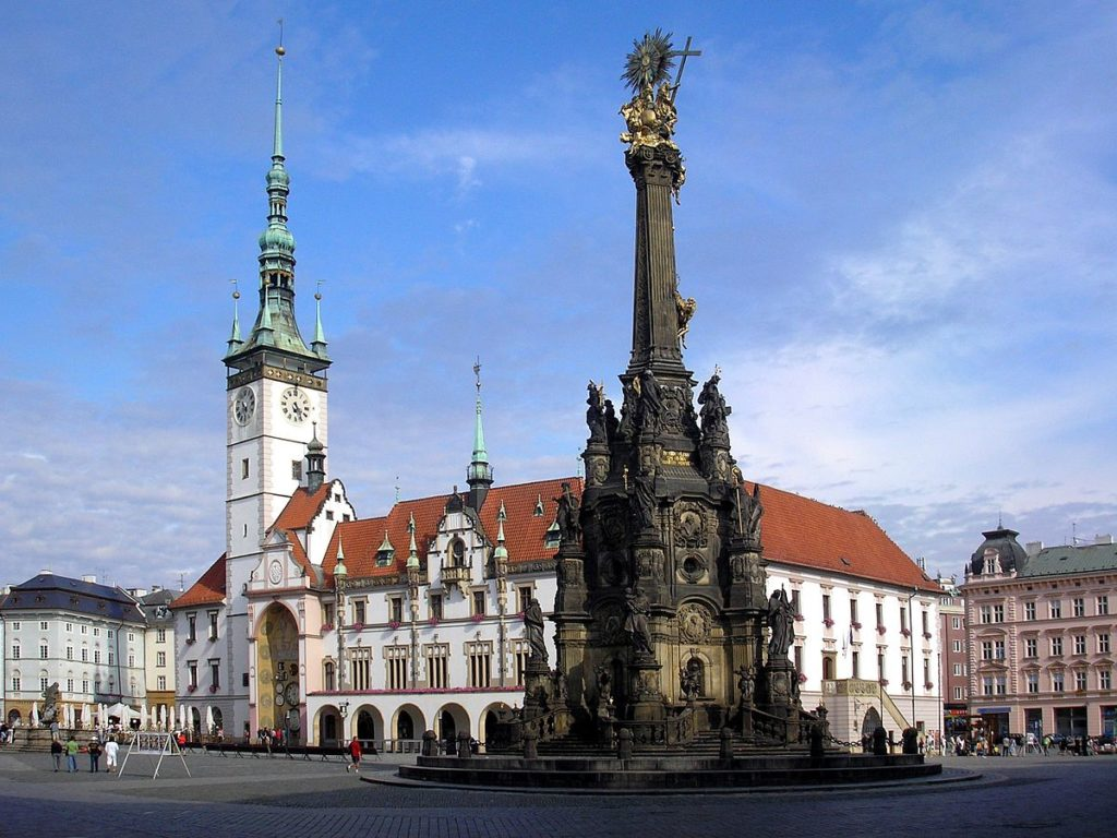 1200px-Olomouc-Horní_náměstí