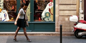 paris-street-fashion-woman-shoe-store-2x1