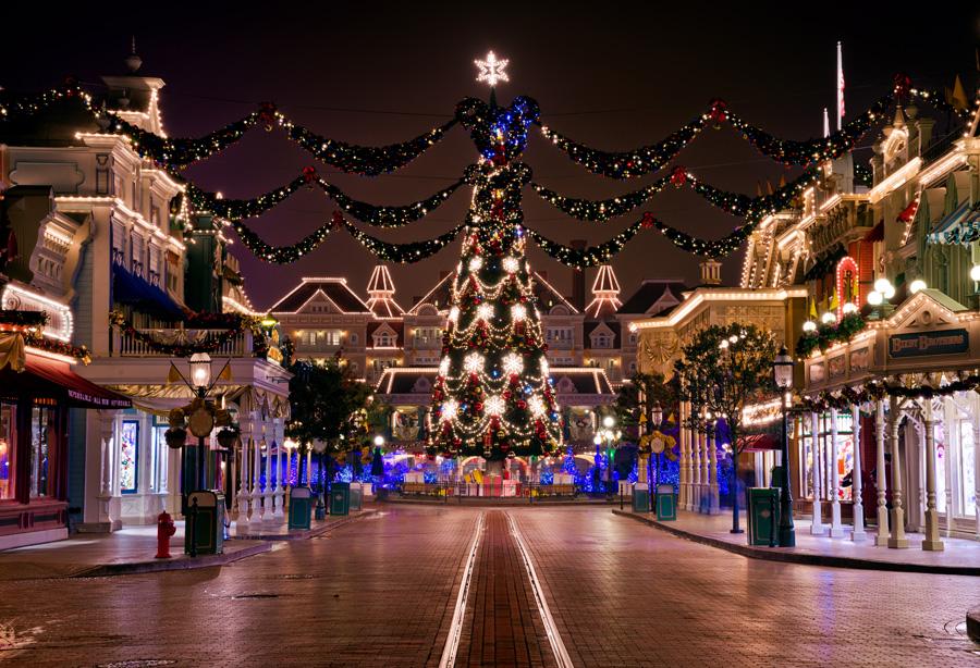 Main-Street-Christmas-Tree-Night