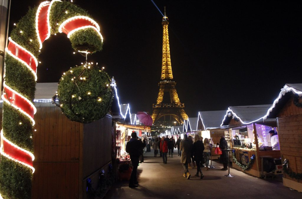 trocadero-christmasmarket-chesnotgettyimages-56a404ab5f9b58b7d0d4f3aa